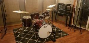 drums in live room recording studio
